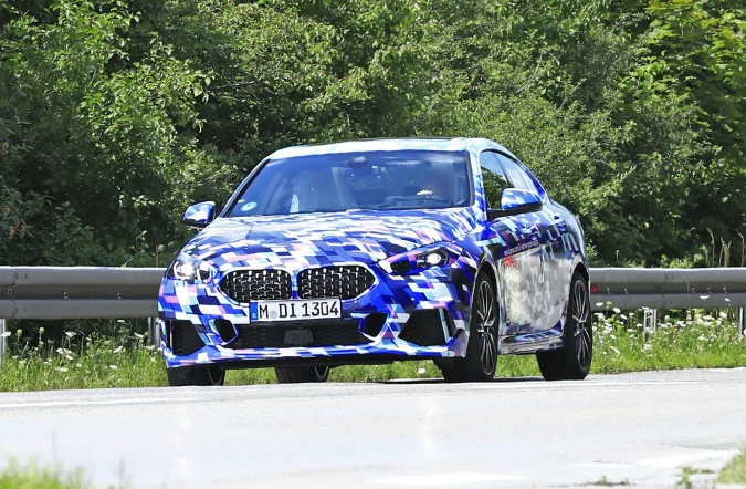 2019_BMW_2_gran_coupe_spy2_00.jpg