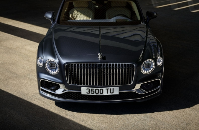 2019_bentley_flying_spur_01.jpg