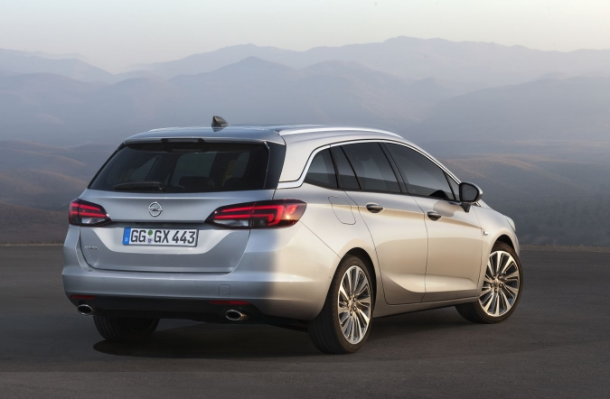 2015_opel_astra_sports_tourer_16.jpg