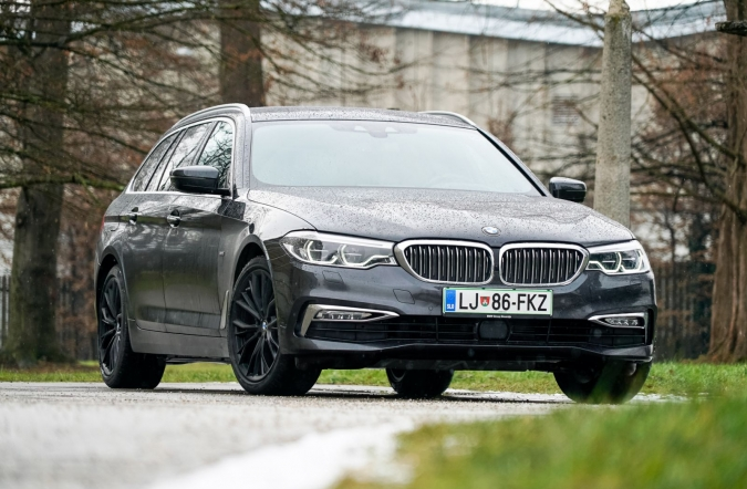 2019_test_BMW%2520520d%2520xDrive%2520touring%2520luxury%2520line_(01).JPG