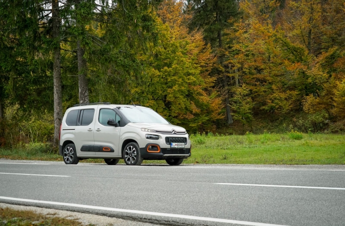 2018_test_citroen%2520berlingo%2520BlueHDi%2520130%2520BVM6%2520M%2520shine%2520XTR_(01).JPG