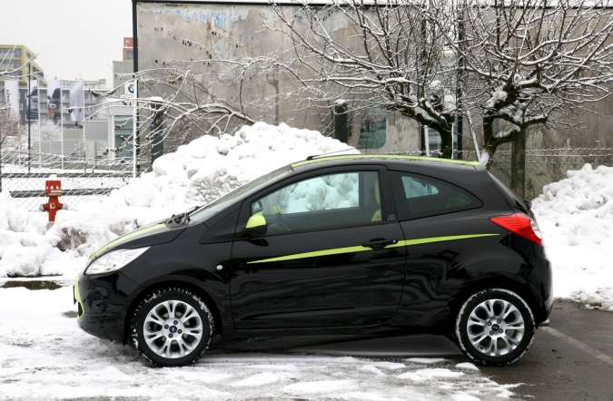 TEST-ford_ka_1,3_TDCi_digital_titanium-02.JPG