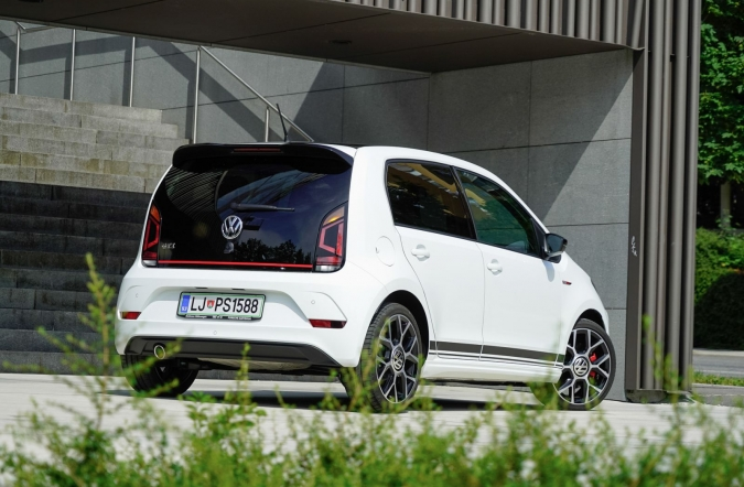 2018_test_volkswagen%2520up!%25201_0%2520TSI%2520GTI_(01).JPG