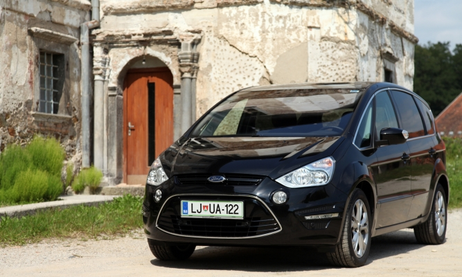 Ford S-max in galaxy