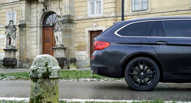 https://www.volan.si/testi/testi/6570091-bmw-520d-xdrive-touring-luxury-line/